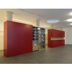 Foyer, Büchertisch und Garderobe